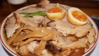 getlinkyoutube.com-仙台めし 仙台ラーメン激戦区「みずさわ屋」の「柔らかバラ肉そば」 Ramen topped with large simmered pork.