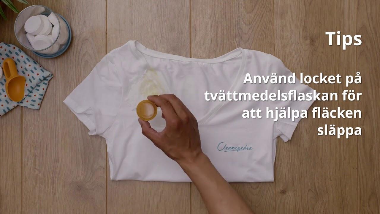 få bort gula fläckar på vita kläder