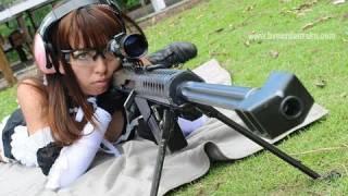 getlinkyoutube.com-乙夜 メイド姿でBarrett M82A1 .50calを撃つ!