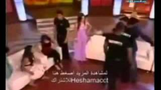 getlinkyoutube.com-مذيعة ترمي ضيفها بحذائها