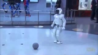 getlinkyoutube.com-Tổng Thống Mỹ Obama chơi đánh bóng với Robot Asimo Honda Nhật