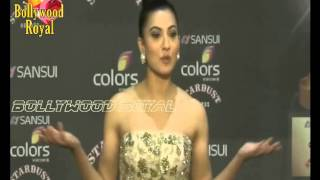 getlinkyoutube.com-Amitabh, Shah Rukh, Salman, Kajol & Many celebs at Red Carpet 'Sansui Stardust Awards' Part  6