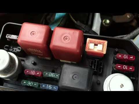 Где в Toyota Matrix термостат