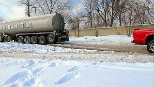 getlinkyoutube.com-Dodge Dakota 4.7 V8 Pulls Out Stuck Semi Truck from Deep Snow - Good Deed for the Day!