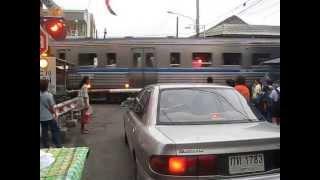 getlinkyoutube.com-ที่กั้นรถไฟเสีย 182 25/7/56