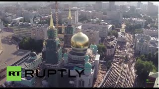 getlinkyoutube.com-Russia: Drone captures massive Eid al-Fitr celebrations in Moscow