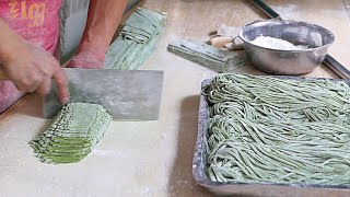 getlinkyoutube.com-Xian Street Food - Making Chinese Spinach Noodles