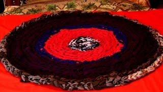 getlinkyoutube.com-Как связать коврик из старых футболок без крючка