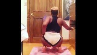 Kenyan Teenager Twerking In A High School Dorm