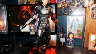 getlinkyoutube.com-Sideshow Collectibles Mass Effect Commander Shepard Premium Format Statue