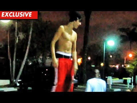 JUSTIN BIEBER SHIRTLESS & SKATEBOARDING IN MIAMI! (EXCLUSIVE VIDEO)