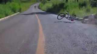 Fui fazer um Drift me lasquei. Bicycle tumble.