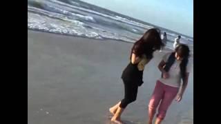 getlinkyoutube.com-شاهد سارة المنيع على البحر مع صديقاتها