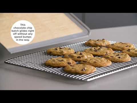 A video on choosing the best baking sheets