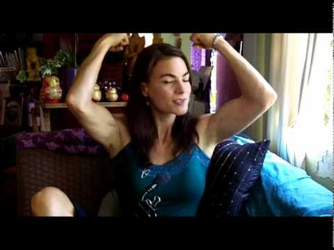 Video de the touch en youtube - Traci Dinwiddie Necar Zadegan Jane
