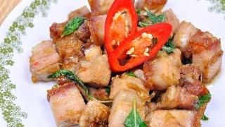 getlinkyoutube.com-Stir Fried Crispy Pork with Holy Basil (Thai Food) - ผัดกะเพราหมูกรอบ