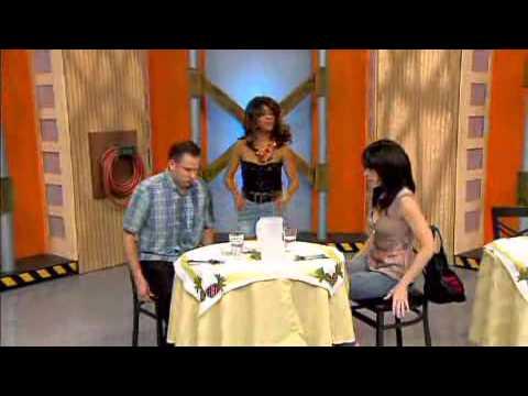 Risas en Combo  Una mesera de pesadilla   WAPA tv