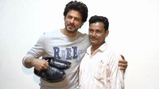 getlinkyoutube.com-Raees - Shahrukh Khan Meets His Shoe Maker Fan!