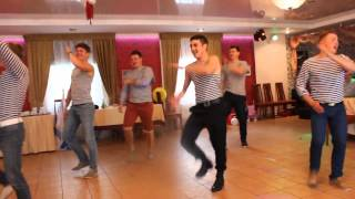 getlinkyoutube.com-Наш ответ лезгинке. Русские парни зажигают на свадьбе! Our answer lezginka