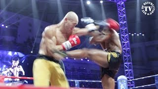 getlinkyoutube.com-Buakaw vs Yi Long - Fight of the Century