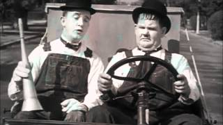 getlinkyoutube.com-Laurel & Hardy - Stan's Good Idea (Towed In A Hole)