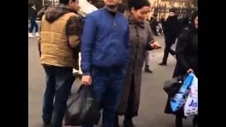 getlinkyoutube.com-Жохонгир Позилжонов Абу Сахий бозорида халк билан суратга тушмокда