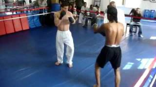 getlinkyoutube.com-Wing Chun VS Kick boxer