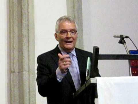Ds. Arie van der Veer bij presentatie 'Rome en Reformatie'