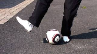 getlinkyoutube.com-Malouda Flick (Tutorial) :: Freestyle Football / Soccer