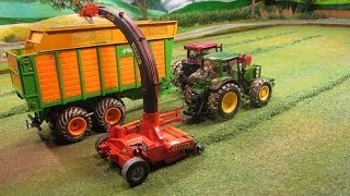 getlinkyoutube.com-RC TRACTORS at grass silge harvest - farm toy action