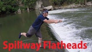 getlinkyoutube.com-Dam Flathead Fishing 2015 - River Spillway Catfish Gamakatsu