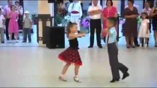getlinkyoutube.com-أجمل دويتو رقص طفل و طفلة