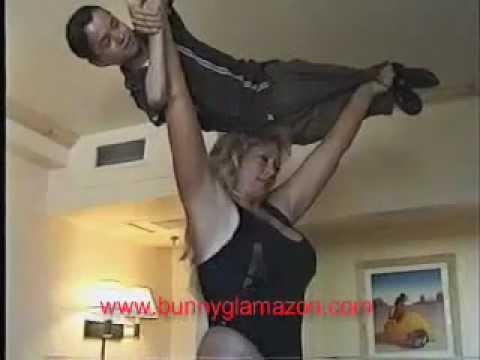 Bunny Glamazon easily lifts man overhead