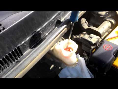 Hundai solaris как снять сеточку бачка тормозной жидкости