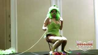 getlinkyoutube.com-Victoria Belmont - Angry Birds - MangaNEXT 2012 - Cosplay Burlesque