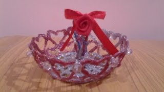getlinkyoutube.com-Hot Glue Art Mini Basket with Love