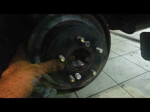 Замена колодок стояночного тормоза. Nissan cedric 430