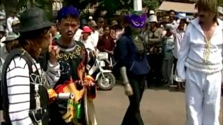 getlinkyoutube.com-Pa Hee Chhnam 2002-Khmer Comedy Part 4 (THE END)