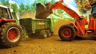 getlinkyoutube.com-RC TRACTORS & a WHEEL LOADER - farm toys in action