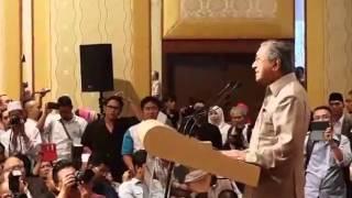 getlinkyoutube.com-Rakaman Polis halang Mahathir berucap, Najib tak hadir