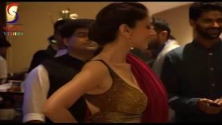 Aditi Rao Hydari Shows Backless Blouse