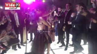 """getlinkyoutube.com-إيمى تشعل حفل زفاف بالرقص على أغنية """"شيك شاك شوك"""""""