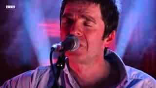 getlinkyoutube.com-Noel Gallagher - Wonderwall (Radio 2 In Concert)