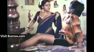 getlinkyoutube.com-Indian servant purposely adjusting saree to show navel