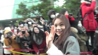 getlinkyoutube.com-[직캠Fancam] 151225 뮤직뱅크 입구 여자친구 Music Bank Entrance G-friend