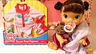 getlinkyoutube.com-Baby Alive Flower Petal Pajamas from Toys R Us on My Baby All Gone Doll Night Routine
