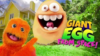 getlinkyoutube.com-Worlds Largest Minion Egg Surprise! Funko Pop Minions Toys 2015 Despicable Me