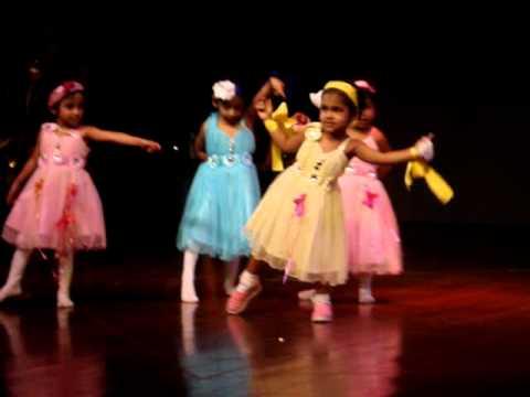 Ashwika's first stage performance - Dil hai Chota sa... choti si aasha