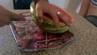 getlinkyoutube.com-La mejor manera de cortar una sandía ALUCINANTE