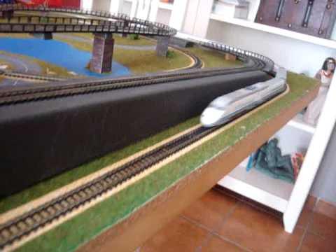 Maqueta de trenes en construccion
